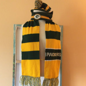 NFL Green Bay Packers Beanie with Pom and scarf